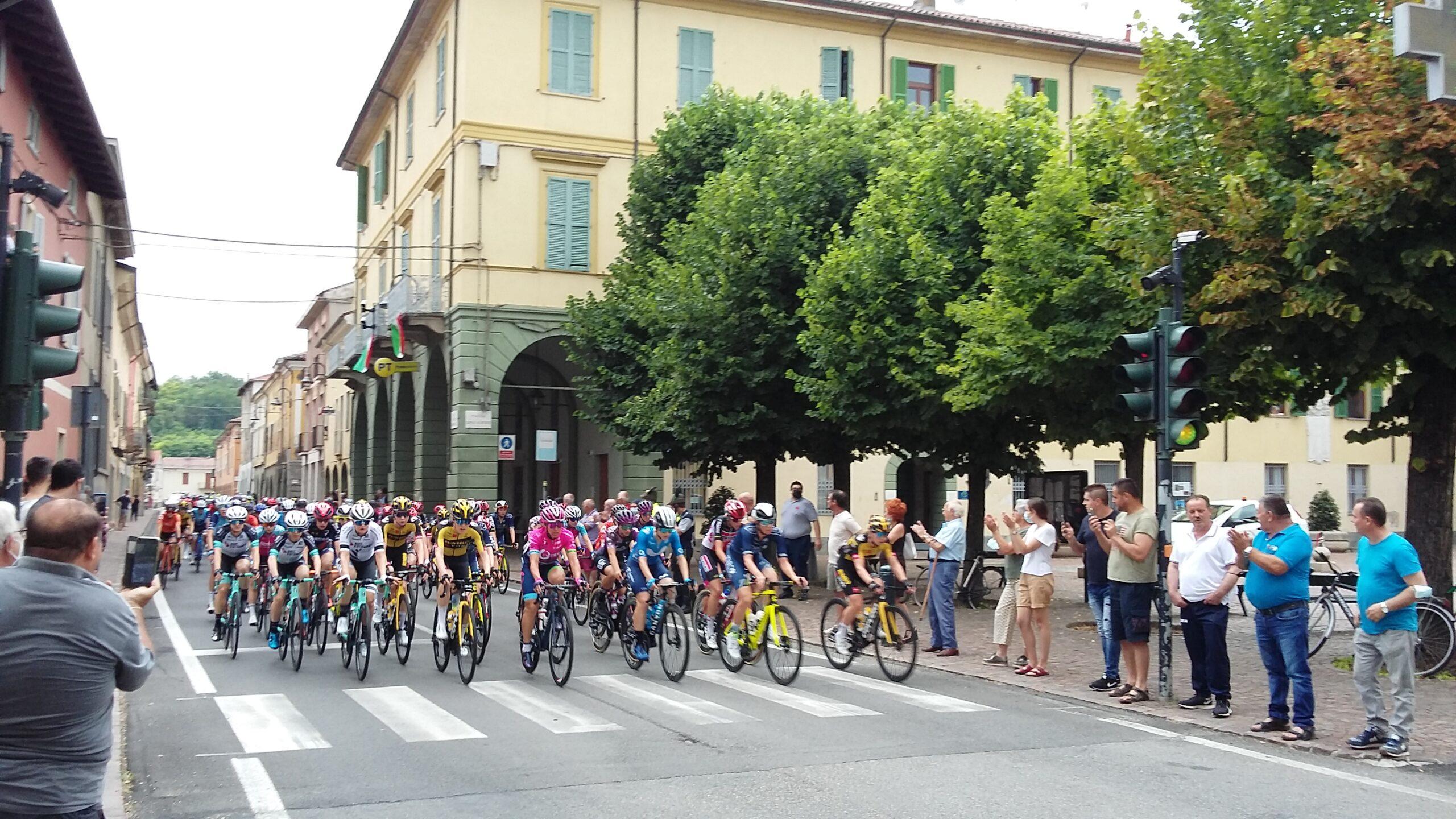 domenica 4 luglio 2021  passaggio Giro d'Italia femminile